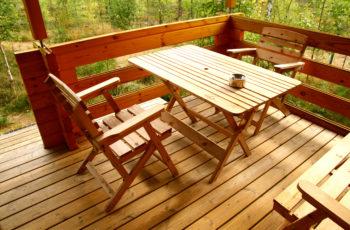 Mesas de madeira: aprenda a adaptar em diferentes tipos de decoração